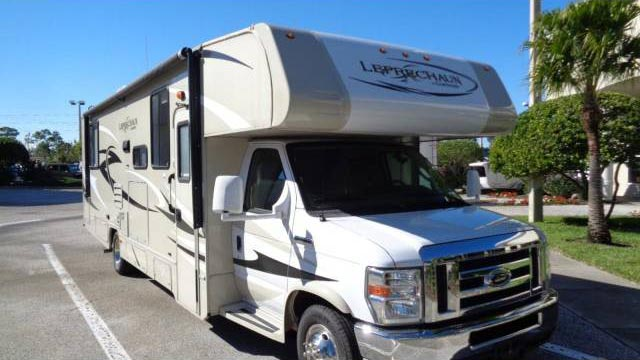 Leprechaun Class C RV for rent - RV rentals Phoenix AZ - Going Places RV Rentals